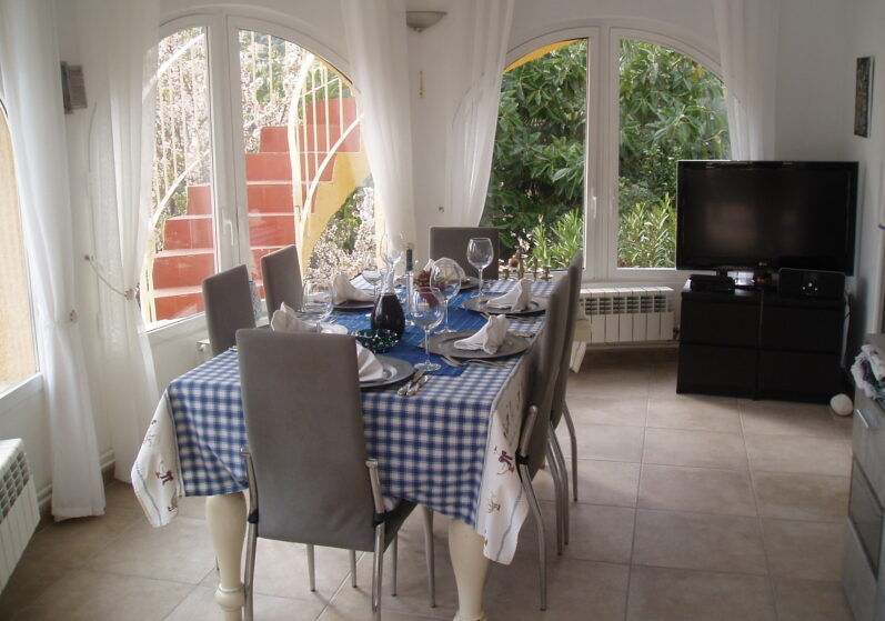 Binnenruimte tijdens de wintermaanden voor ontbijt, lunch en diner